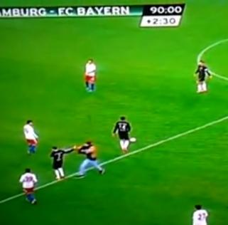 Ribéry attaqué par un supporter.