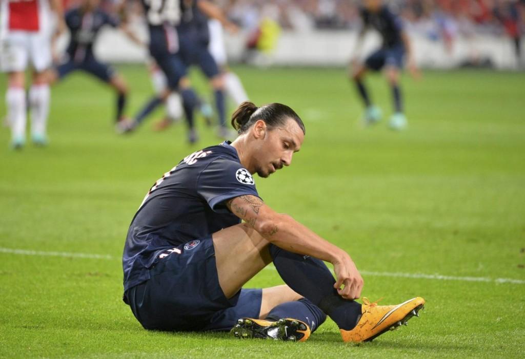 Zlatan Ibrahimovic blessé au talon lors du début de saison de ligue 1. Ecarté pour un mois. Retour difficile.