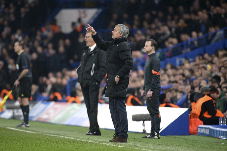 Mourinho manipule l'arbitre. Mais ce n'est pas suffisant pour obtenir la victoire.