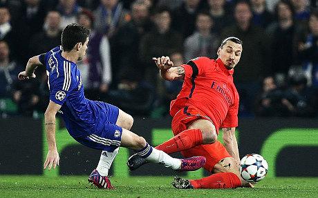 Le tacle de Zlatan qui lui a valu un carton rouge.