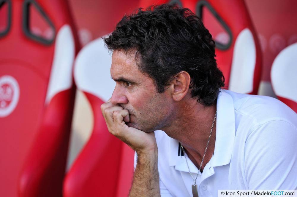 Sylvain Ripoll parfait ses compétences d'entraîneur à Bilbao, la semaine juste avant la rencontre face au PSG au Parc des Princes.
