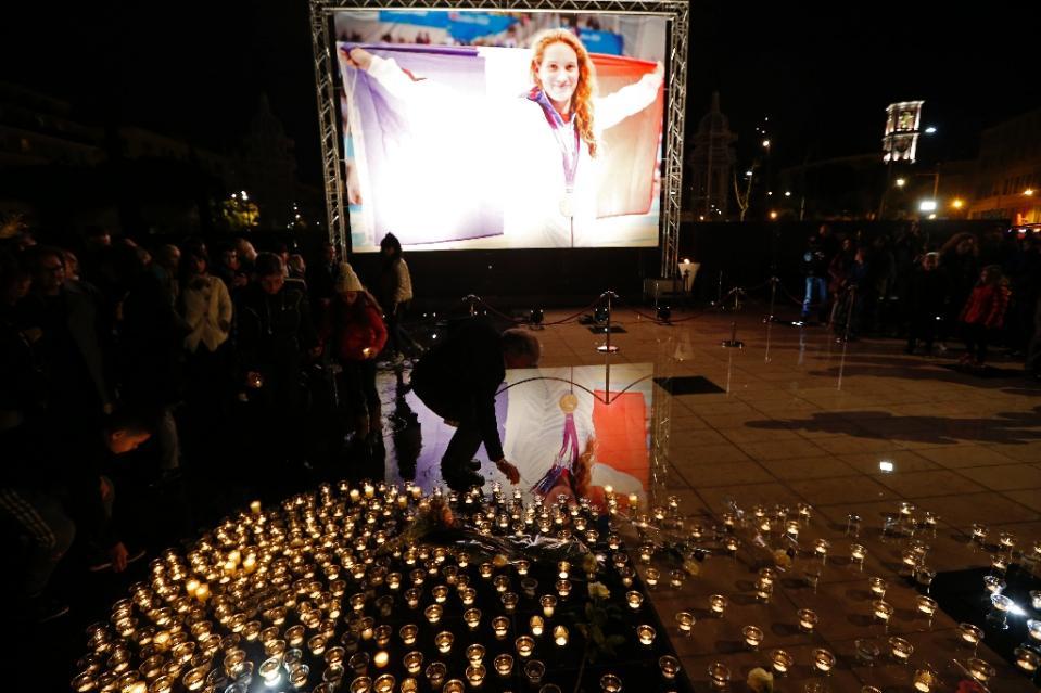 Veillée en l'honneur de Camille Muffat à Nice après le crash survenu en argentine lors du tournage d'une émission TF1 et ALP, Dropped.